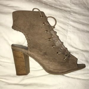 Tan Open Toe Open Back Lace Up Heels Size 6.5